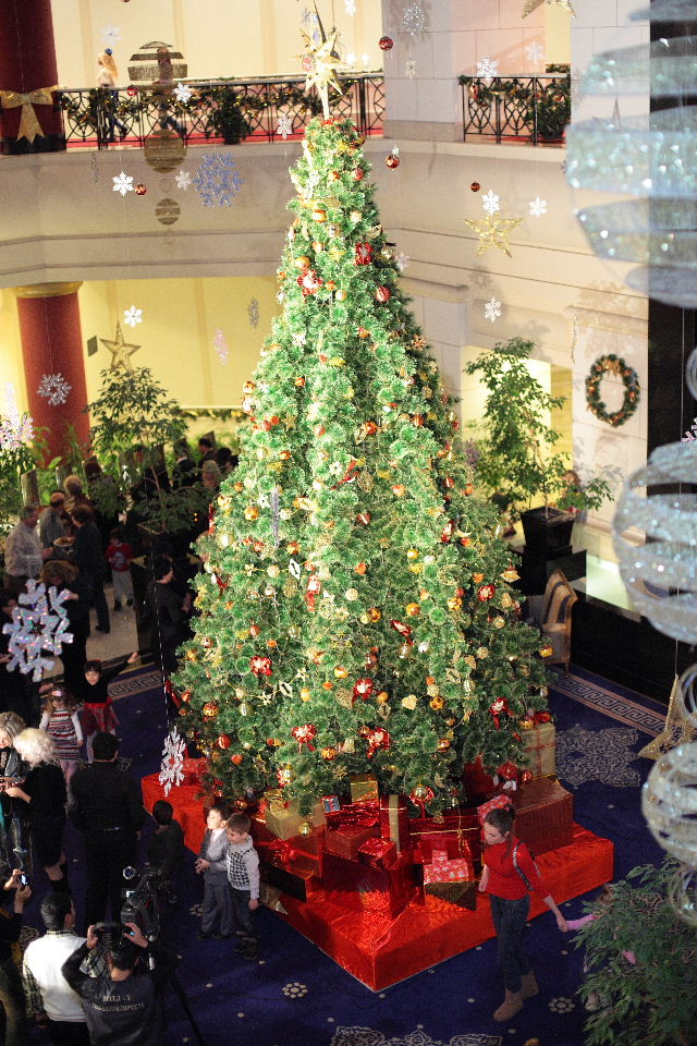 a magnificent christmas - Hotel Christmas Decorations